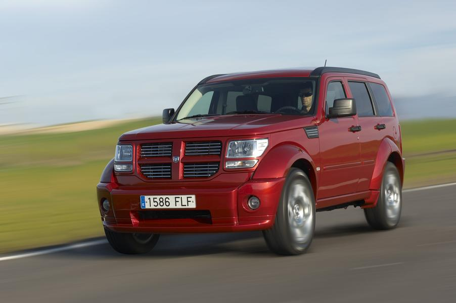 dodge nitro katalog foto 1 von 18 alle autos. Black Bedroom Furniture Sets. Home Design Ideas