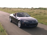 Sehen Sie sich hier den Mazda MX-5 Roadster Coupe-Spot an